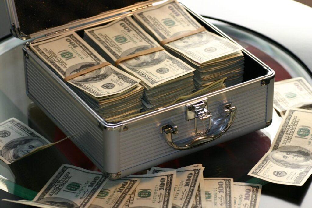 bani succes în viață